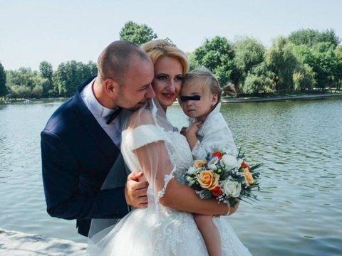 Un fost concurent dintr-un show matrimonial din România a devenit tată pentru a doua oară! El şi soţia lui sunt în culmea fericirii