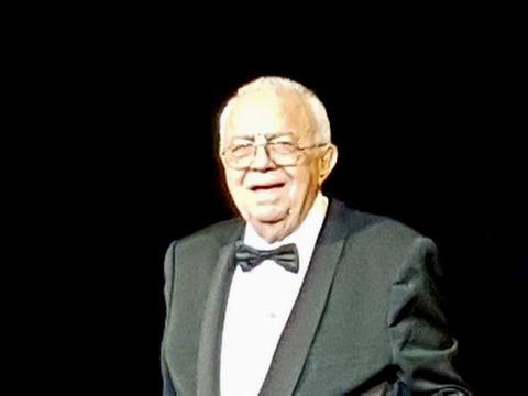 Arşinel a uitat de probleme, pe scenă, în Israel! Imagini FABULOASE cu actorul, ajuns la 79 de ani şi operat de curând la inimă