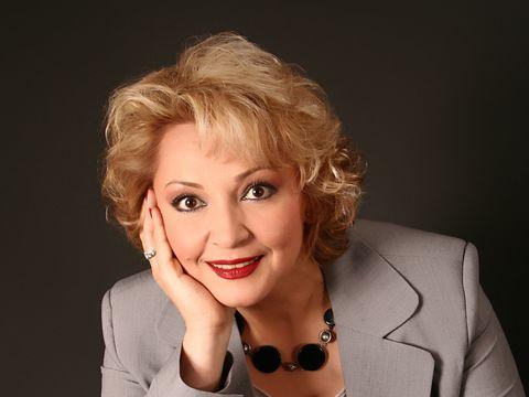 Mihaela Tatu, decolteu ameţitor pe scena unui festival! FOTO