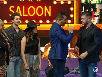 """Anda Adam i-a dat peste nas lui Victor Slav! Momente savuroase în emisiunea """"Vulturii de noapte"""""""