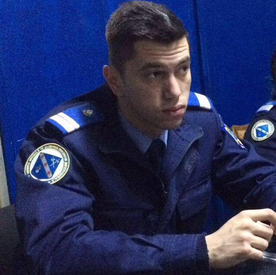 """""""Jandarmul cu voce de aur"""" s-a îmbogăţit din muzică? Nicolae Lăcătuş îşi ridică vilă cu etaj şi piscină!"""