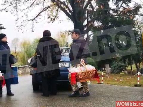 Parastas la mormântul Stelei Popescu! Alexandru Arşinel şi colegii de la teatru au împărţit colaci! VIDEO EXCLUSIV