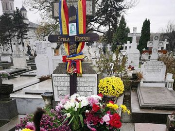 """""""Este pisica Stelei Popescu""""! Misterul mâţei negre care bântuie mormântul marii artiste FOTO EXCLUSIV"""