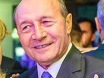 """Traian Băsescu, dezvăluiri de senzaţie despre soţia lui. Vezi ce face cu aceasta în fiecare dimineaţă şi care este subiectul tabu despre care nu vorbesc niciodată. """"Nu o să auziţi"""""""