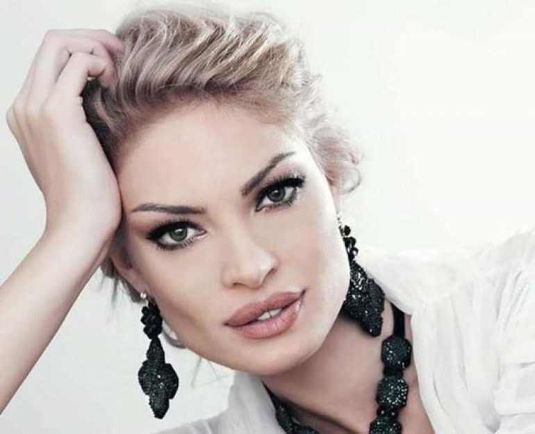 Valentina Pelinel, apariţie uimitoare la braţul lui Cristi Borcea! Fotografia a starnit numeroase reacţii în mediul online! Ce au observat fanii