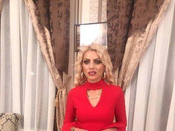 Nicoleta Guţă şi-a îmbodobit bradul de Crăciun! Manelista a filmat în vila ei un videoclip pentru Sărbători! VIDEO