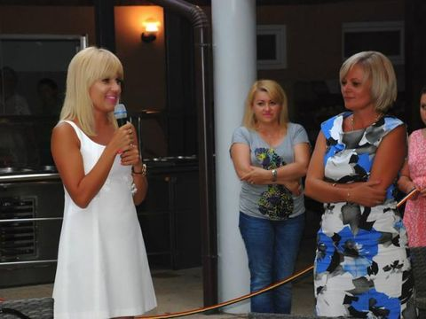 Elena Udrea a fost vizitată în Costa Rica de partenera ei de afaceri! Lia Stanca este îngrijorată de faptul că fostul ministru a plătit o cauţiune de 5 milioane de lei cu bunurile deţinute la Boghiş Băi