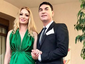 Valentina Pelinel se răsfaţă ca o regină! Soţia lui Cristi Borcea îşi tratează tenul cu o mască de aur de 24 de carate! FOTO