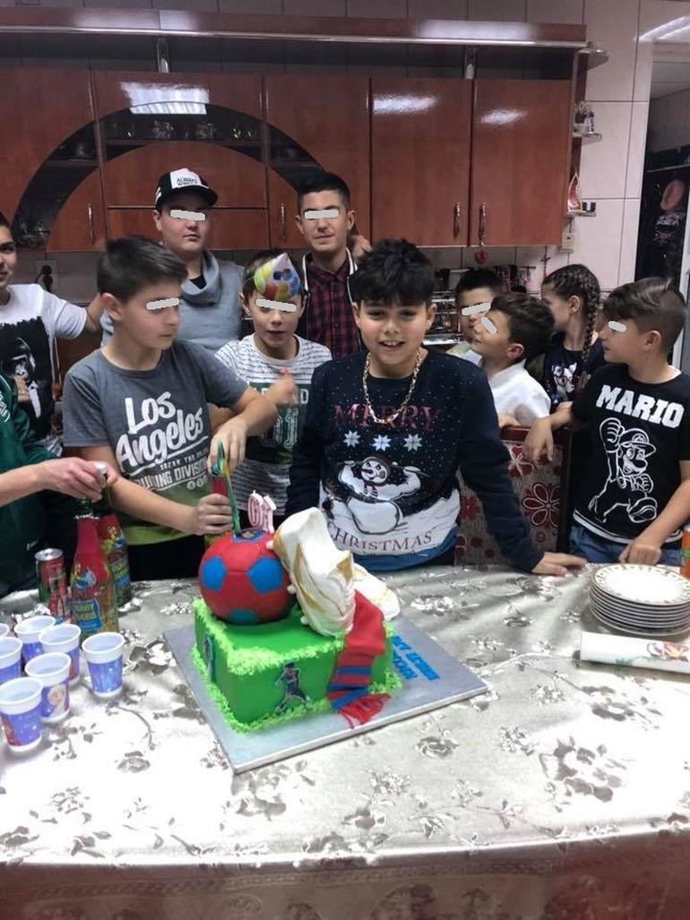 Fiul Nicoletei Guţă a împlinit 10 ani, iar manelista i-a organizat o petrecere fastuoasă în vila din Petroşani! Nikolas a avut un tort unicat!