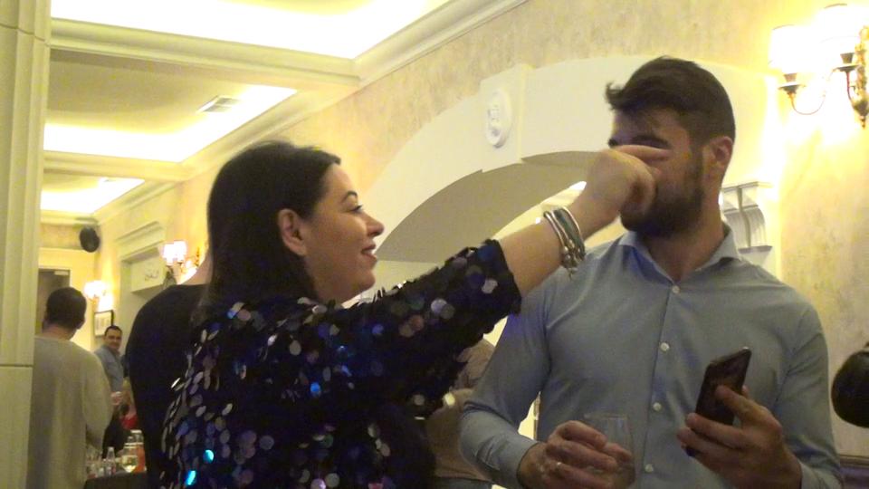 Dovada care spulberă zvonul că Oana Roman s-ar fi despărţit de soţul ei! Uite în ce ipostaze i-am surprins la restaurant! Au făcut show pe muzică lăutărească VIDEO EXCLUSIV!