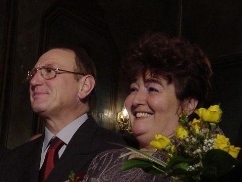 Cum arată astăzi Cornel Constantiniu! Celebrul cântăreţ, grav bolnav, a fost acum câteva zile la aniversarea soţiei lui Petre Geambaşu FOTO