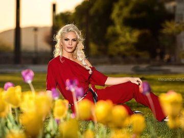 Hannelore Ulrich a intrat la două facultăţi! Blonda a studiat ştiinţele comunicării şi are un master în administrarea afacerilor!