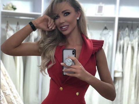 Bianca Drăguşanu şi-a extins afacerile cu haine în Spania! Vedeta îşi vinde rochiile într-un magazin din Alicante! EXCLUSIV