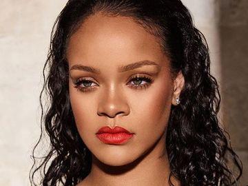 """Rihanna este distrusă de durere! Nu se poate opri din plâns: """"Cancerul s-a întors"""""""
