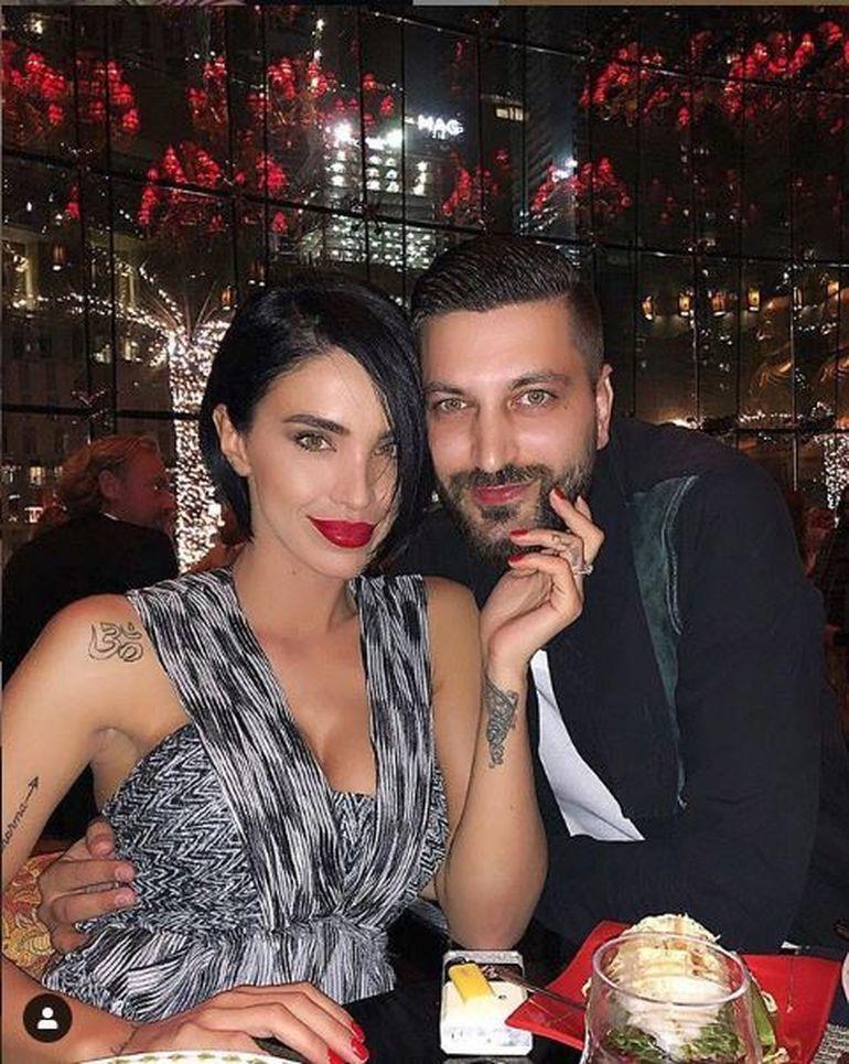 Uite ce detaliu INCREDIBIL se observă într-o poză aparent banală cu Adelina Pestriţu şi soțul ei. N-ai mai văzut aşa ceva la niciun cuplu din România. FOTO!