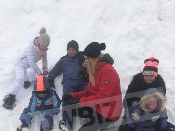 Incredibil, cine ar fi bănuit! Cea mai tare poză cu Borcea si Valentina Pelinel  pe pârtie! Cum arată graviduţa în 30 de săptămâni! IMAGINI EXCLUSIVE