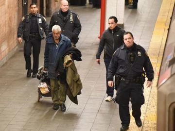 Povestea incredibilă a bărbatului care a supravieţuit după ce trenul a trecut peste el! FOTO