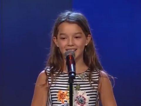 """O fetiţă româncă de 11 ani a fost calificată direct în finala """"Suedezii au talent""""! Prestaţia ei a ridicat sala în picioare, în  lacrimi"""