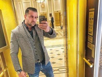 """Este Alex Bodi bodyguard-ul unei americance bogate, aflată în conducerea companiei care tranzacţionează aur? Uite-l pe fostul iubit al Biancăi Drăguşanu lângă """"Regina aurului""""! FOTO"""