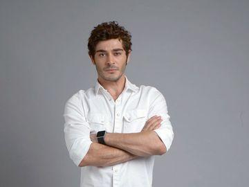 """Momente triste pentru Burak Deniz, BARIS, starul serialului """"Povestea noastra""""! Au condus-o pe ultimul drum"""