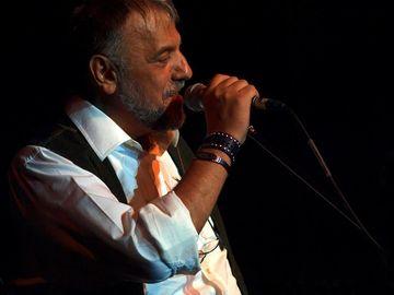 Doliu în România! A murit cântăreţul Adrian Berinde
