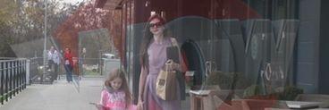 EXCLUSIV! Primele imagini cu Monica Gabor si Irinuca de la intoarcerea fostei doamne Columbeanu in tara! Vezi cum si-a rasfatat fetita!