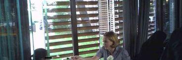 Lectii de bune maniere in public cu Andreea Esca si fetita ei! Stirista a invatat-o pe micuta Alexia cum sa manance intr-un restaurant