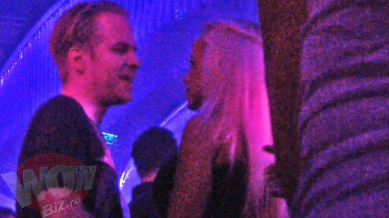 L-a uitat total pe Victor Slav si a facut spectacol in club pana la 5 dimineata - Anda Adam a dansat lasciv toata seara cu doi metrosexuali