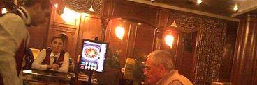 Nu poate scapa de microbul jocurilor de noroc - Horia Moculescu, tratat ca un lord la cazino. A mizat singur la masa de ruleta, ca un VIP