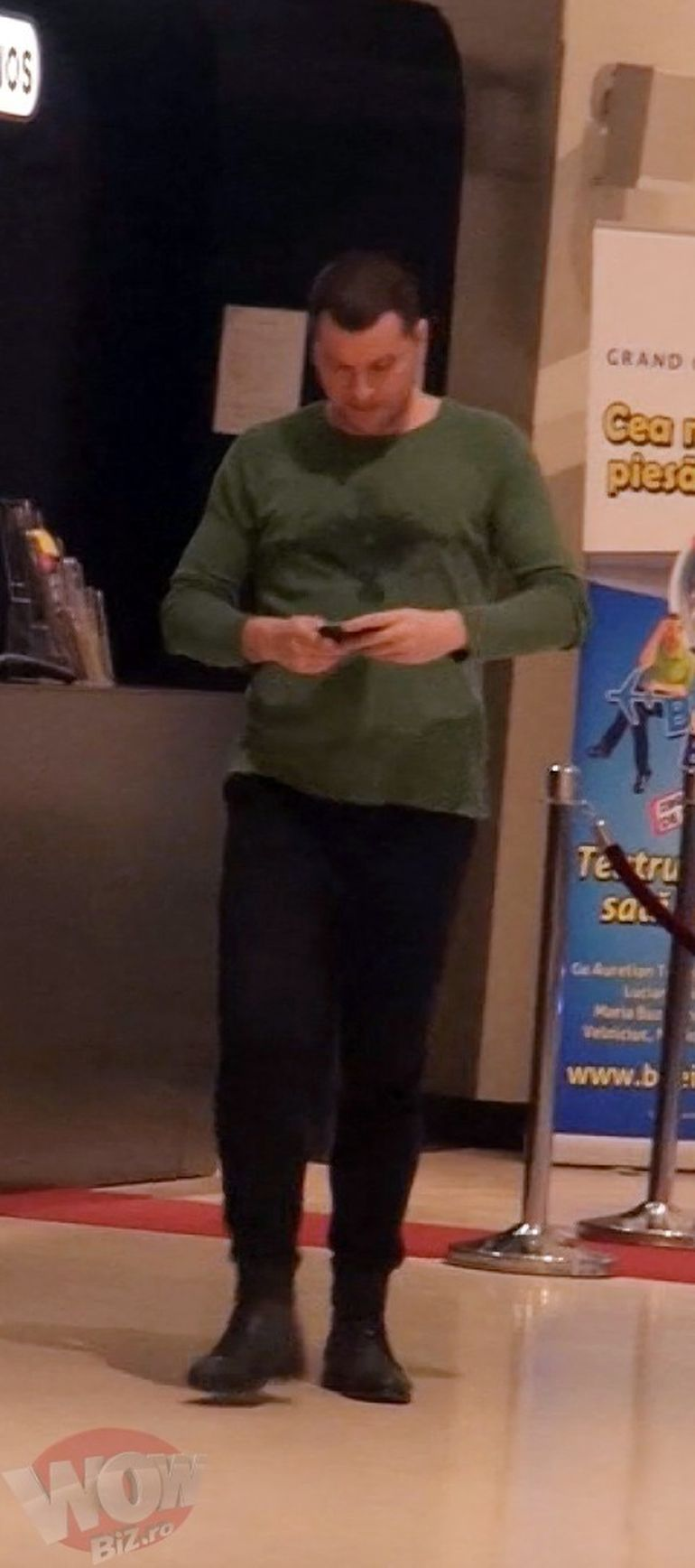VIDEO EXCLUSIV! Daca nu Fizz, atunci cine?! Afaceristul cu blana s-a giugiulit tandru cu o bruneta periculoasa si a dus-o la cinema. Bineinteles, la VIP…