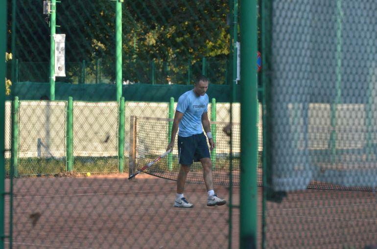 VIDEO Adrian Ilie si la tenis este meserie! Fostul mare fotbalist arata senzational la 40 de ani, n-are pic de burta