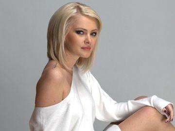 VIDEO Cristina Dochianu, cum rar ti-a fost dat sa o vezi! Blonda se neglijeaza sau a schimbat-o atat de tare perioada maternitatii?