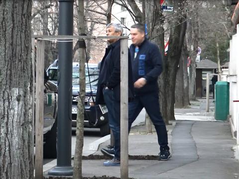 Imagini tari cu Mircea Lucescu! Cand a ajuns in fata casei din Capitala, tehnicianul s-a dat jos din masina si a tras aer in piept! I-a fost dor de casa VIDEO EXCLUSIV