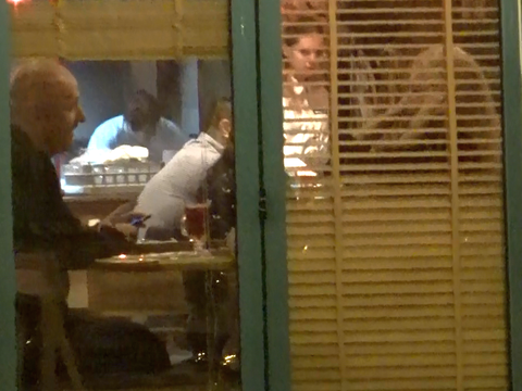 Costi Ionita are o noua iubita? Uite cum arata blonda pe care a scos-o la un restaurant turcesc VIDEO EXCLUSIV