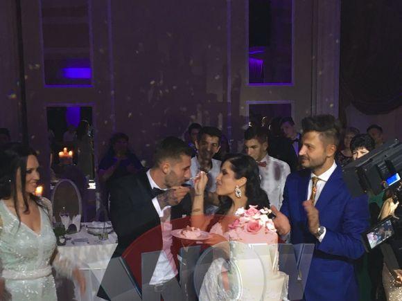 Imagini fabuloase de la nunta stelistului pe care Gigi Becali vrea sa-l vanda cu 25 de milioane de euro! Fotbalistul a facut show pe ringul de dans, alaturi de mireasa lui! Ovidiu Popescu s-a insurat la doar 23 de ani VIDEO EXCLUSIV