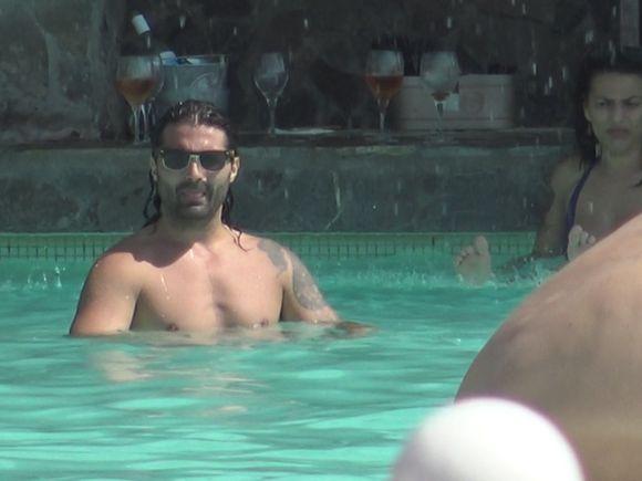A suspinat piscina toata, cand s-a lansat latino-lover-ul Pepe la apa! | VIDEO EXCLUSIV