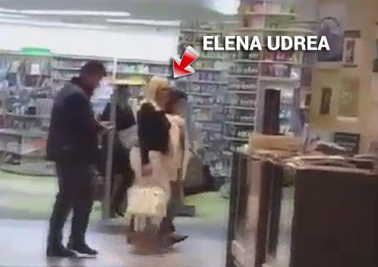 Cat de mult isi doreste Elena Udrea sa devina mamica! Politiciana a facut pe bona pentru o fetita dulce foc | VIDEO EXCLUSIV