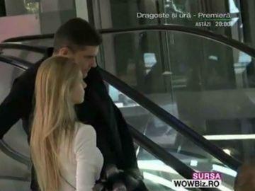 Cristi Boureanu, sarut tandru cu iubita la mall! Paparazzii WOWbiz.ro i-au prins