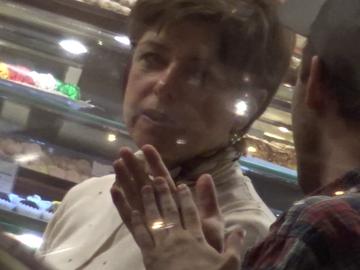 Cristiana Copos sta toata ziua in cofetarie! De acolo isi conduce afacerile, acolo se intalneste cu diverse cunostinte VIDEO EXCLUSIV