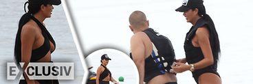 Daniela Crudu a incins plaja de la Mamaia! Bruneta a purtat un costum de baie prea decoltat pentru formele ei FOTO & VIDEO EXCLUSIV