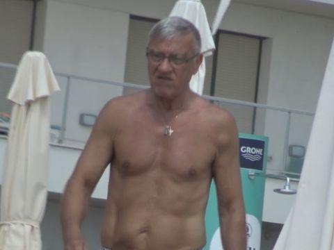 Cum arata Mircea Sandu la bustul gol, la 65 de ani! Fostul sef al fotbalului a invins o boala crancena VIDEO