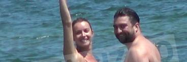 Diana Dumitrescu, harjoneala SEXY in valurile marii! Imagini incredibile cu actrita in bratele partenerului ei de viata! VIDEO EXCLUSIV