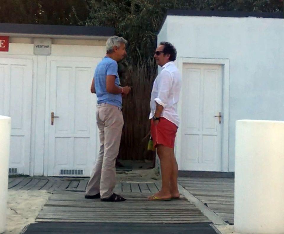 Senzational Dan Diaconescu, la o plaja de lux, la Mamaia! Imagini rare cu seful OTV,