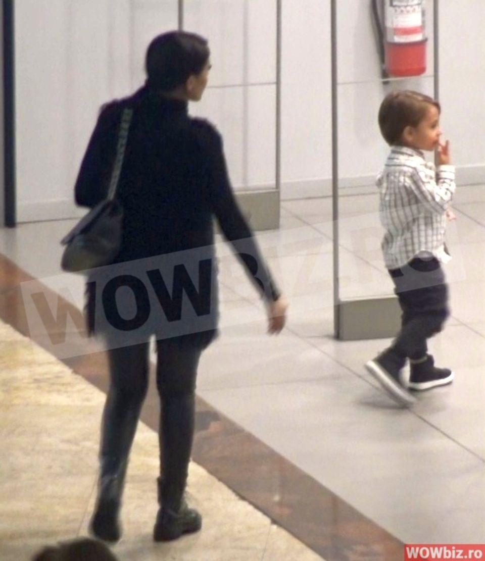 Andreea Mantea, iubire mare cu fiul ei în mall. Cele mai frumoase imagini cu celebra mămică şi sufleţelul pe care îl iubeşte ca pe ochii din cap, David. Aşa nu ai văzut-o niciodată pe prezentatoarea Kanal D VIDEO EXCLUSIV