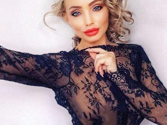 A dispărut din showbiz timp de trei ani după ce a fost implicata într-un megadosar de prostituţie, dar a reapărut! Cu cine se iubeşte cântăreaţa Rolla Sparks VIDEO EXCLUSIV