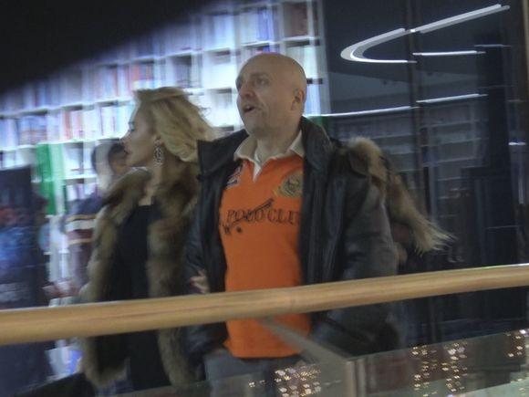 """Costi Ioniţă a găsit """"o fată faină"""" şi a scos-o la film! Interpretul spune însă că n-are timp pentru iubire VIDEO EXCLUSIV"""