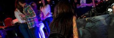 Ruby, dans erotic in club! Vezi cum s-a pus capra in fata a sute de oameni! Artista a cantat cu fundul si sanii la vedere! Imaginile sunt de nedescris