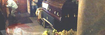 Sicriul lui Serban Ionescu, inchis in biserica unde a fost depus! Bodyguarzii il pazesc si nu lasa decat familia sa intre in lacasul de cult