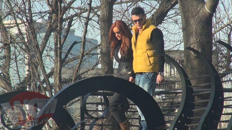 Scene de romantism in plina strada cu Bianca si Victor Slav! S-au sarutat cu pasiune fara sa le pese de lume!