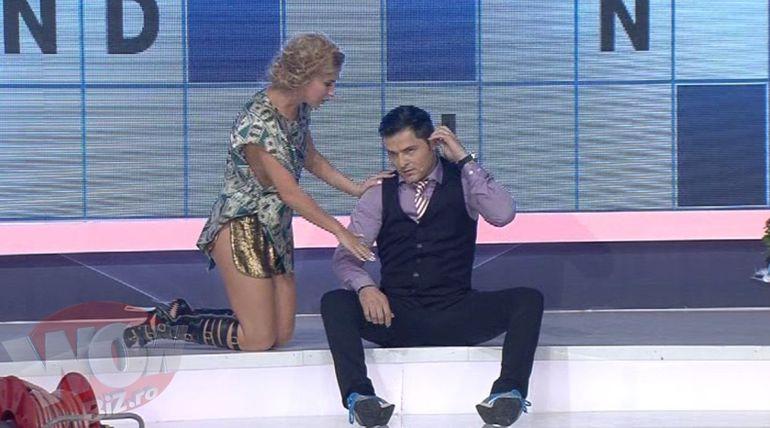 """VIDEO! Corina, batuta la fund de Liviu Varciu! Vezi motivul pentru care prezentatorul de la """"Roata norocului"""" s-a suparat pe cantareata"""